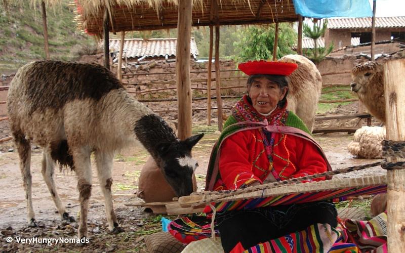 Peruvian woman weaving - People we meet travelling