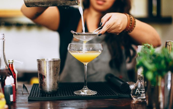 jobs that pay you to travel bartender