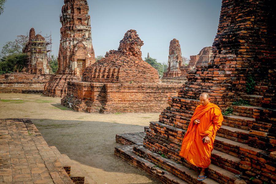 travel tips for Thailand Thai monk